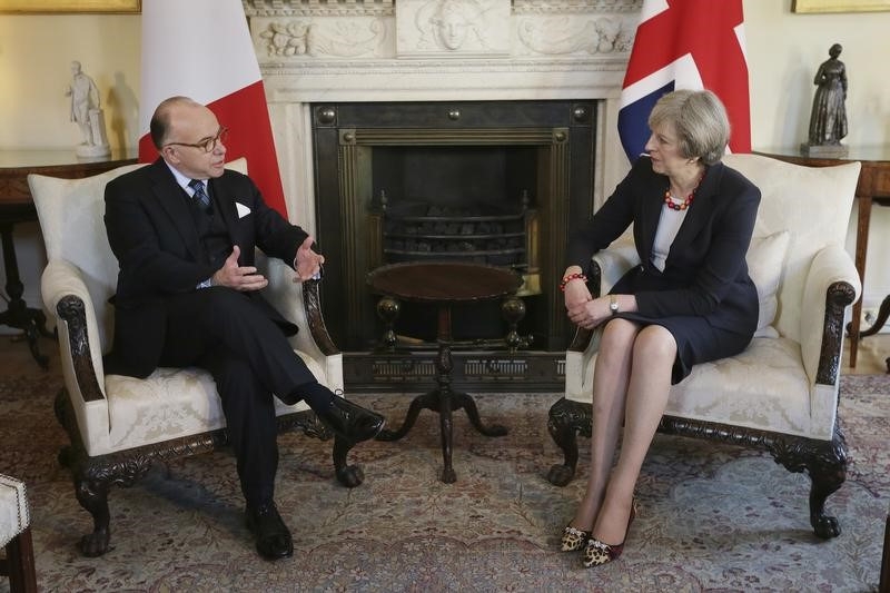 cazeneuve a parl avec may du rachat d 39 opel par psa. Black Bedroom Furniture Sets. Home Design Ideas