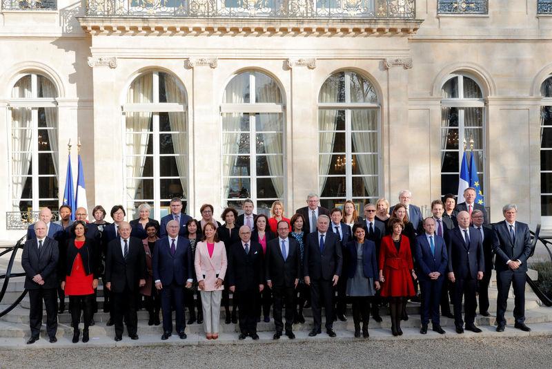 Remaniement : François Rebsamen a refusé de remplacer Bernard Cazeneuve à l'Intérieur