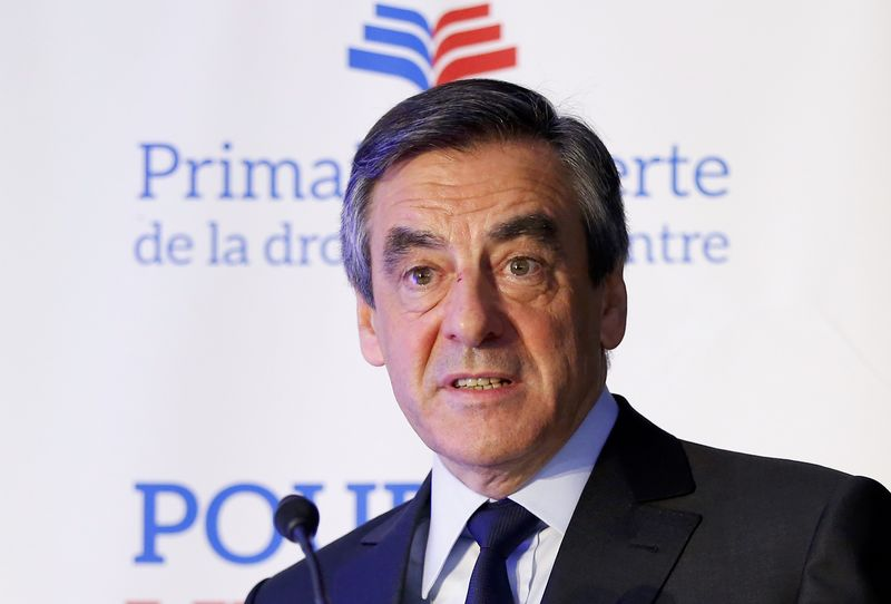 Sondage : Fillon distance le FN, Hollande hors course