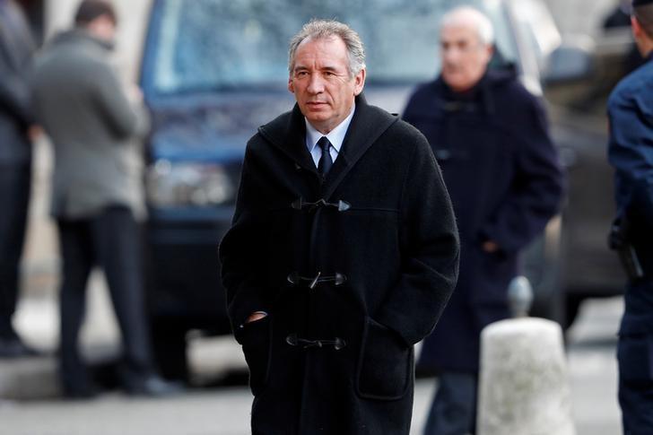 Bayrou accuse Fillon d'être