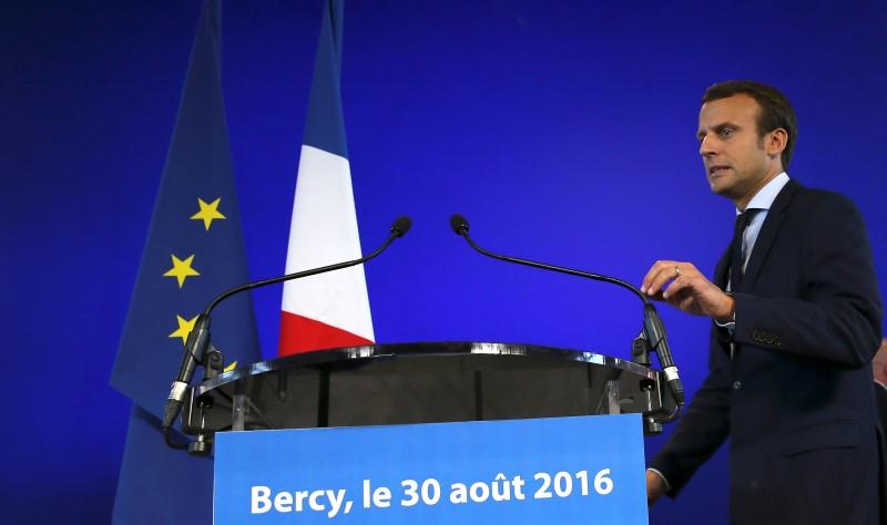 Pourquoi Emmanuel Macron démissionne-t-il ?