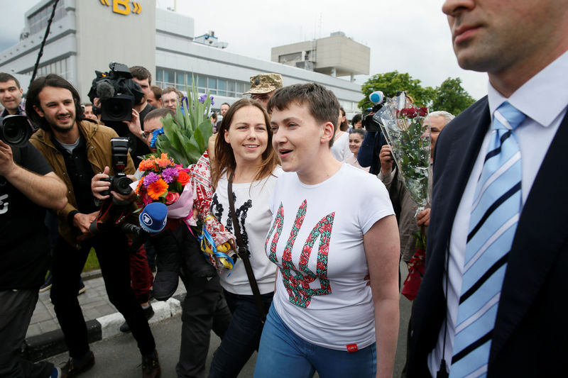 NADIA SAVCHENKO - Page 3 La-pilote-ukrainienne-nadia-savtchenko-de-retour-en-ukraine-big