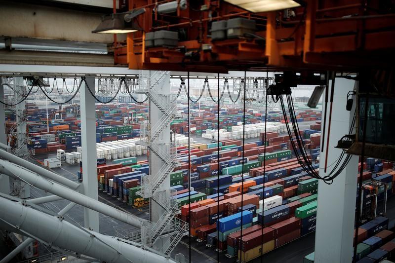 le d u00e9ficit commercial se creuse au 1er semestre
