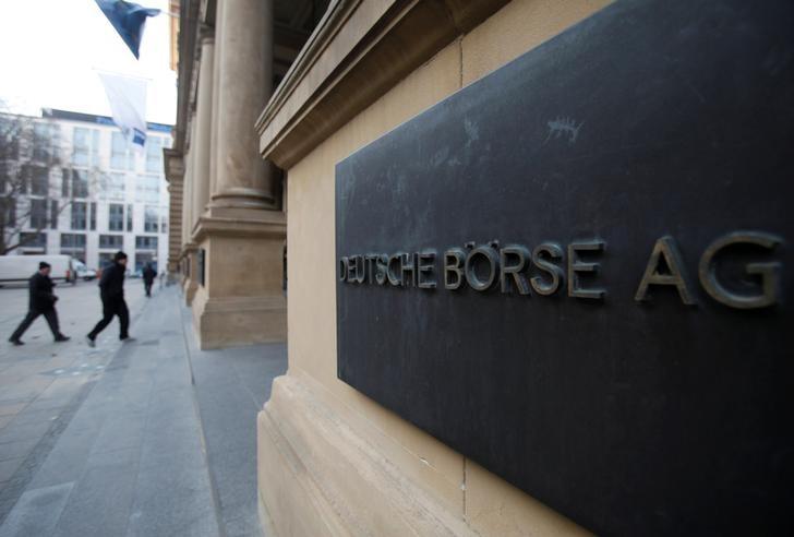 Hésitante, la Bourse de Paris achève la séance en hausse