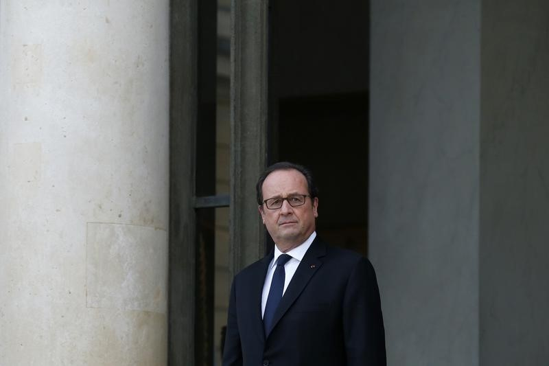 Primaire de la droite: Sarkozy recule, Juppé se maintient, selon un sondage