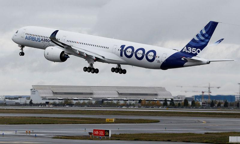 Airbus inaugure son plus gros biréacteur sur fond d'inquiétude sociale
