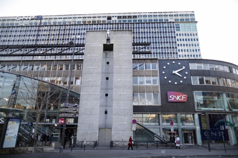 trafic tr s perturb la gare montparnasse paris. Black Bedroom Furniture Sets. Home Design Ideas