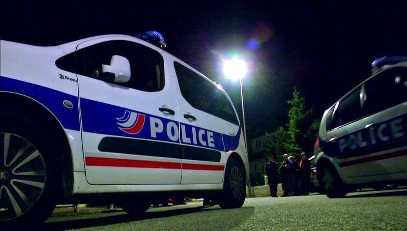 Trois gardes à vue dans l'entourage du tueur — Magnanville