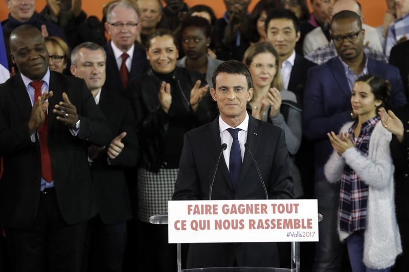 Manuel Valls entre dans la course à la présidence et quitte Matignon