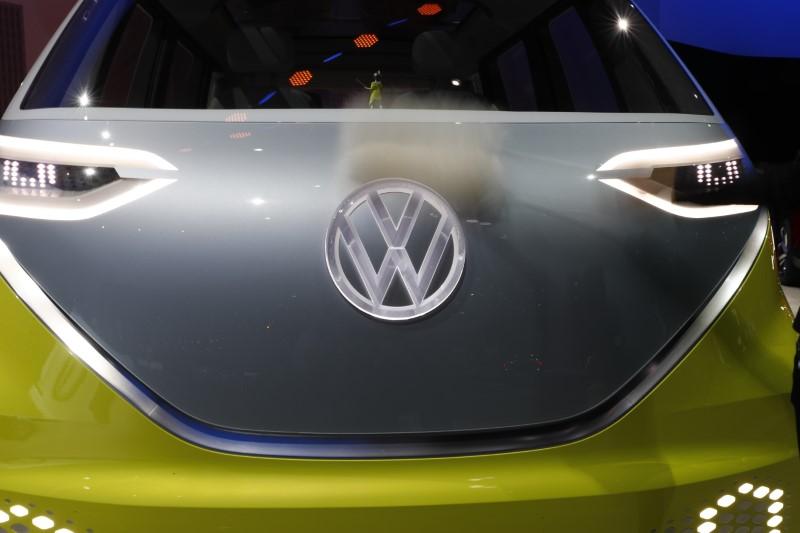 vw va investir 10 milliards d 39 euros dans les voitures. Black Bedroom Furniture Sets. Home Design Ideas