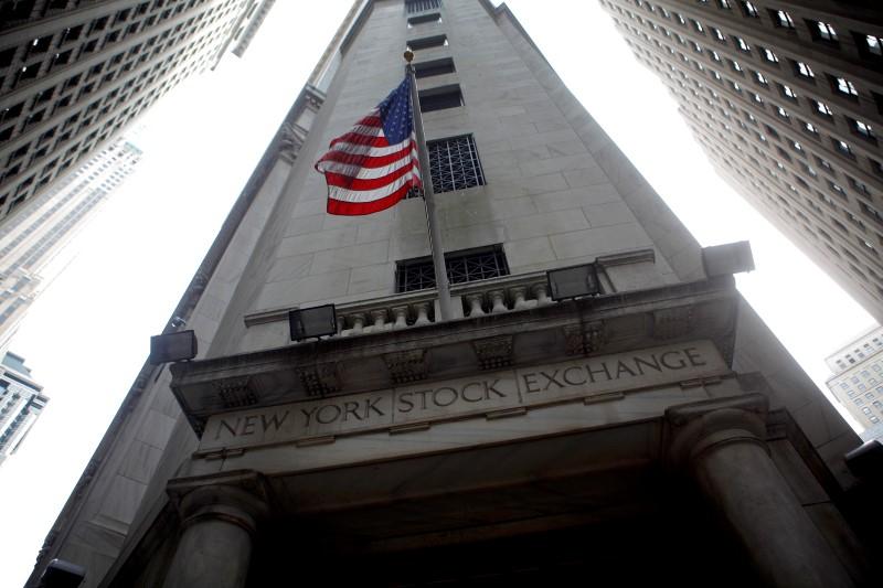 Wall Street ouvre en légère baisse sous la pression