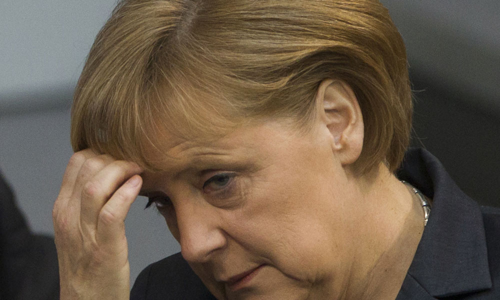 Donald Trump refuse de serrer la main d'Angela Merkel — L'image du jour
